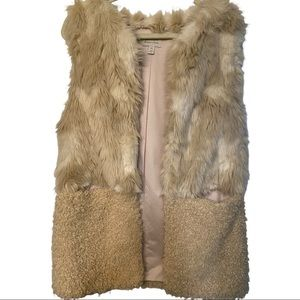 Hinge designed in Seattle funky stylish faux fur ivory One size mid length vest